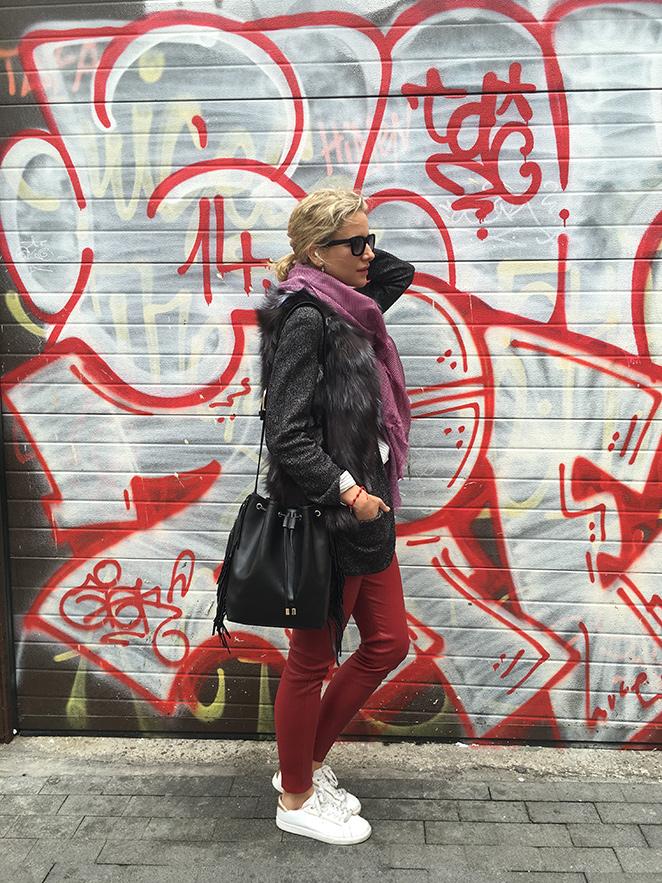Look 90, leggings de cuero de colores