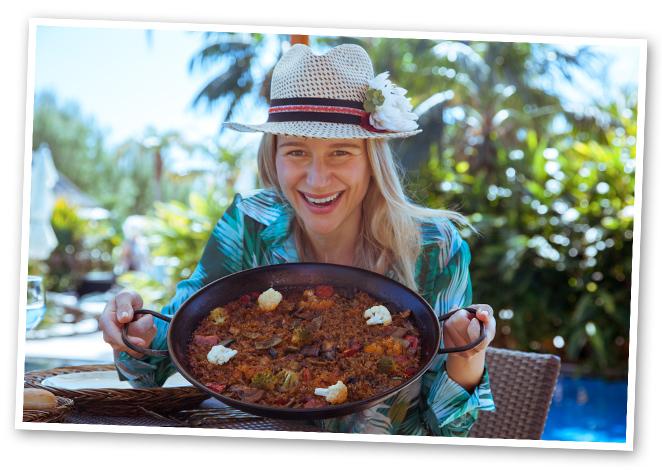 Entre los nueve restaurantes disponibles en el hotel, el primer día elijo Palapa, que destaca porque su terraza está colgada de las piscinas infinitas. Y, a pesar de su nombre, cien por cien asiático, también sirven platos mediterráneos, como la exquisita paella de verduras que pude disfrutar.