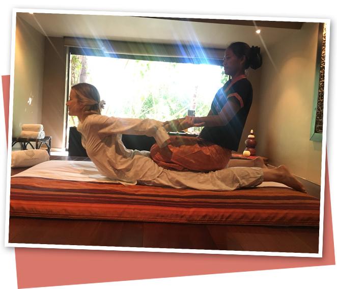 El masaje por antonomasia es el Nuad Thai: dura dos horas y combina las presiones sobre el cuerpo con melodías súper relajantes y aromas que llevan tu cuerpo a un estado de relajación que hasta ahora no había experimentado… ¡y ya son muchos los masajes que he disfrutado!