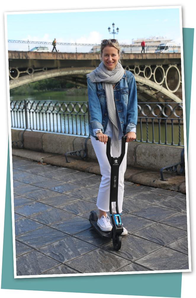 Recorriendo Sevilla en patinete