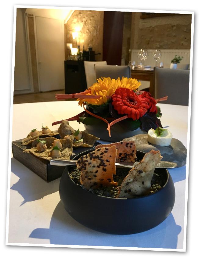 Después de disfrutar de la Dordoña, pusimos rumbo a La Rochelle, pero pasando la noche en Perigueux para que no se nos hicera el viaje demasiado largo. Allí disfrutamos de una cena en el restaurante Parfum de Gourmandise, donde ofrecen cocina creativa y de autor a los elegidos que ocupan sus únicas cinco mesas. ¡Sin duda, fue una experiencia muy top!!