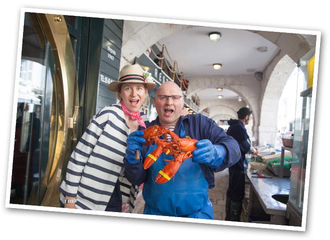 En La Rochelle recomiendo para tomar pescado rico y marisco Le Bar André, que es un clásico en la zona.