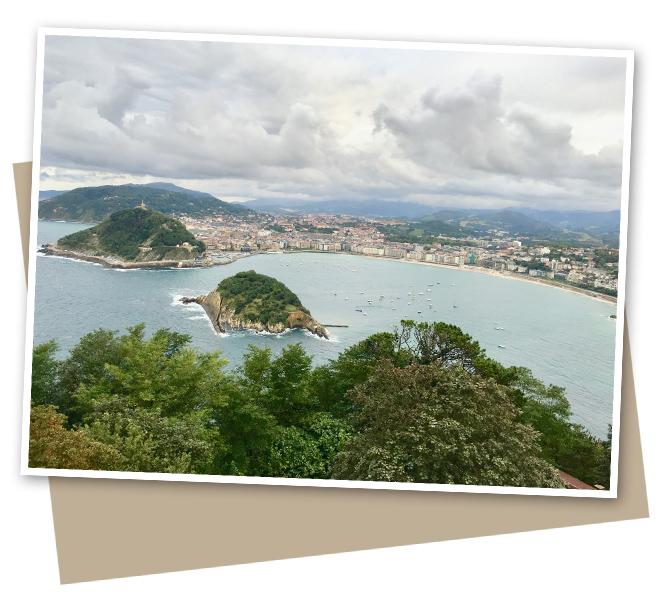 Monte Igueldo, inaugurado en 1911, donde se puede apreciar la belleza de esta urbe en su plena esencia y desde donde se visualizan sus tres famosas playas: Ondarreta, La Concha y la Zurriola