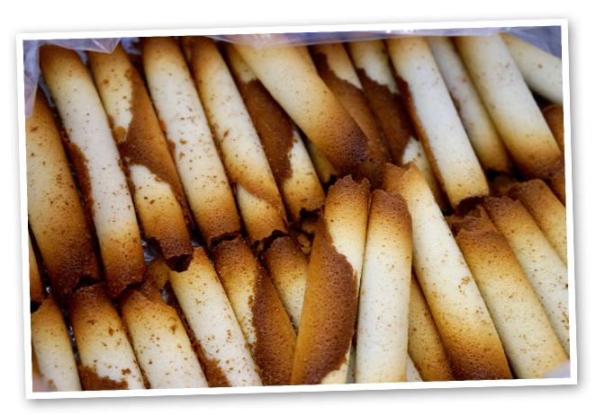 Las tiendas gastro que os recomiendo en Tolosa son: Gorrotxategi para comprar los dulces, tejas y cigarillos; Eceiza también para tejas y cigarillos y sus famosas bombas y Lurlan para productos orgánicos de mercado y de temporada