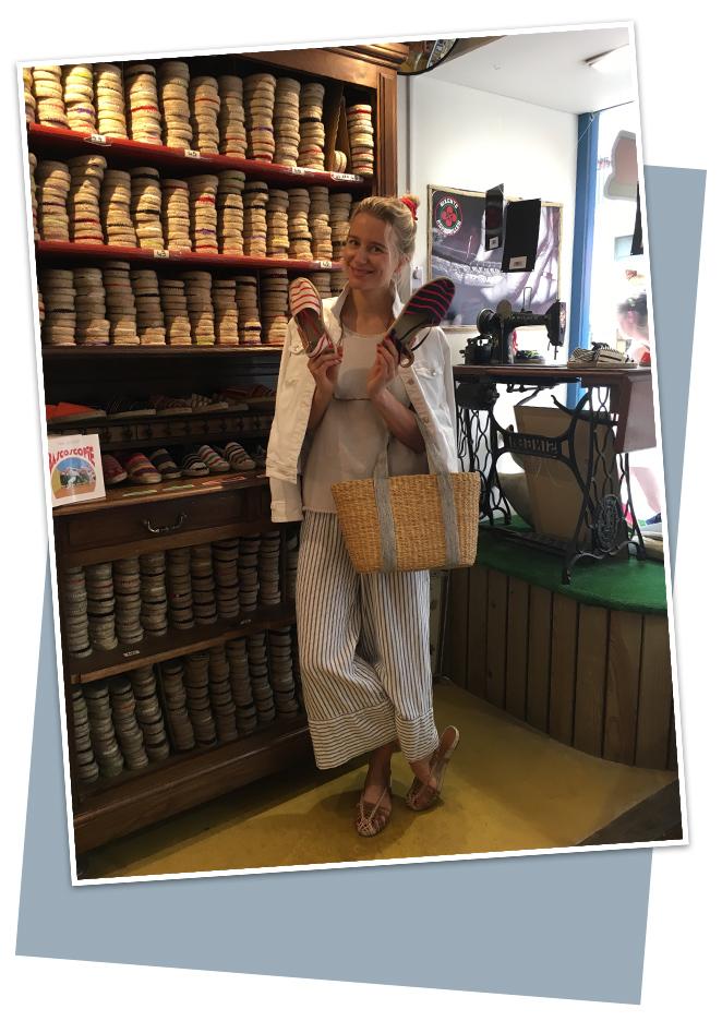 La tienda de espardeñas Les Sandals D´Eugenie en calle Mazagran (una de las más ambientadas de la ciudad)