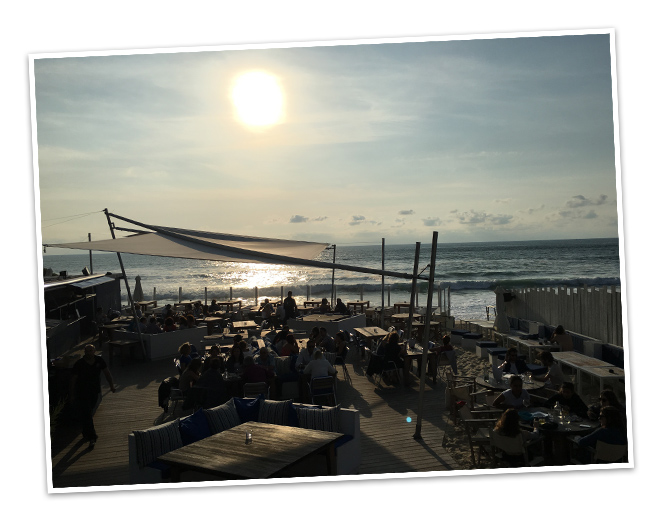 Bidart para disfrutar de una bonita puesta de sol desde el famoso club de playa Blue Cargo