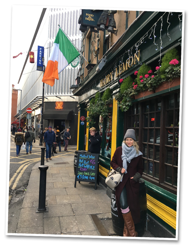 Mi experiencia comenzó en Dublín, una ciudad que me sorprendió gratamente por su elegante estética (su arquitectura es típica georgiana) y la buena energía que transmite por el gran encanto de su gente y porque hay música en vivo cada esquina, ya sea en sus animados pubs o en la misma calle donde tocan chicos con gran talento.