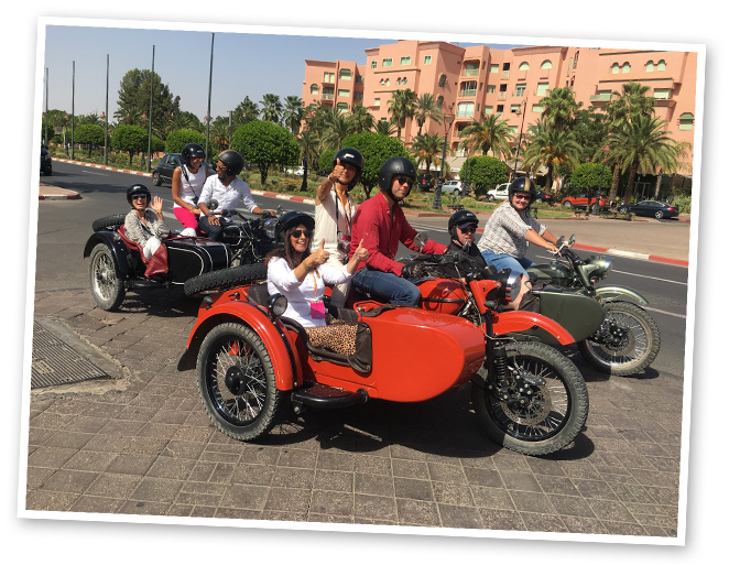 Un divertido paseo por la ciudad en sidecar organizado por Marrakech Insiders.