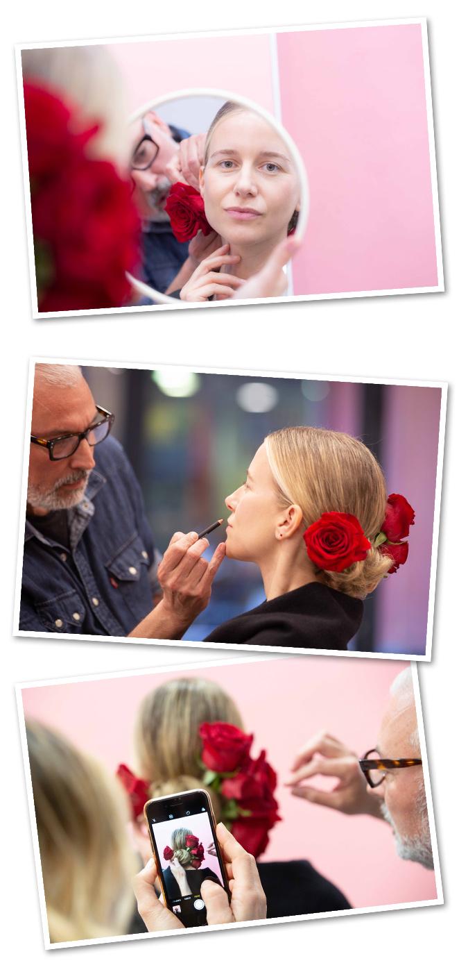Fue el estilista Manu Lunael que me peinó con un recogido muy flamenco con rosas rojas naturales (por cierto, cuanto cuesta colocarlas!!)