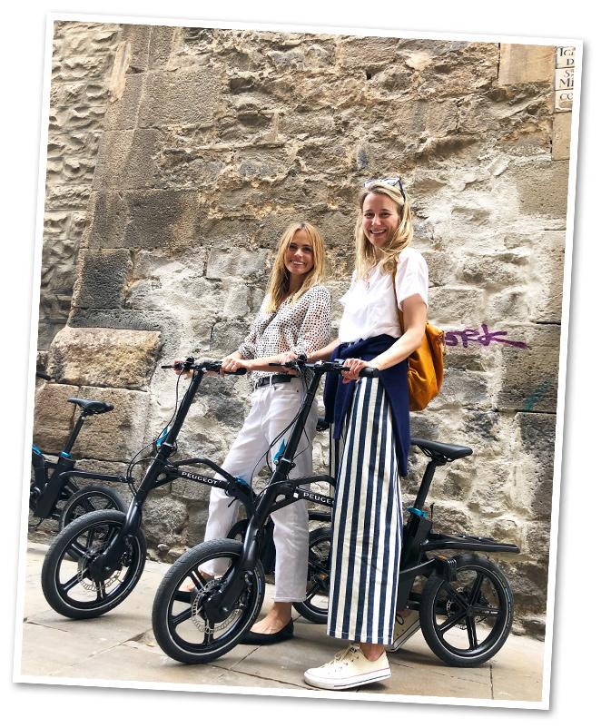 Y recién llegada de Marruecos puse rumbo a Barcelona para organizar junto con la adorable modelo Verónica Blume (ahora reconvertida en yogui) una completa ruta con las nuevas bicicletas de Peugeot (eléctricas y plegables, que caben en cualquier sitio) por el centro de la ciudad para un grupo de periodistas de estilo de vida que viajaban con motivo del Torneo de Tenis Conde de Godó