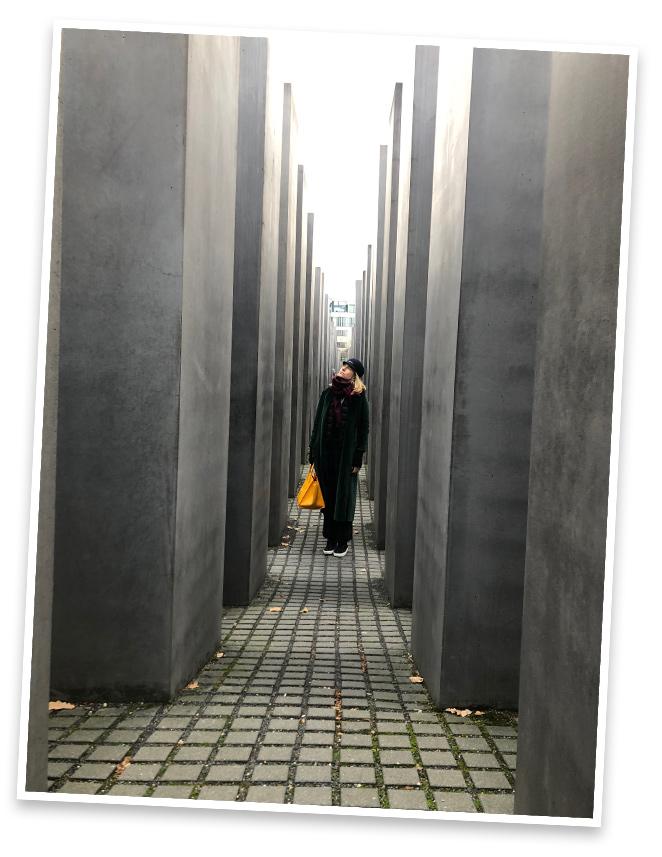 Una visita también hicimos al Monumento dedicado a los judíos de Europa asesinados, obra del arquitecto Peter Eisenman. Impactante la angustia que se siente en el interior de este laberinto.