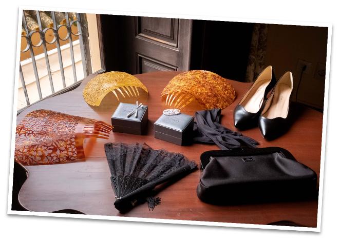 La cartera y los guantes eran de mi querida Reyes Hellínque tiene la tienda de sombreros más especial del mundo mundial!!!Si vais a Sevilla tenéis que ir a conocerla!!