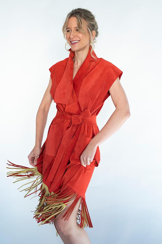 Llega la colección María de Leon Cápsula - Chaleco / vestido coral