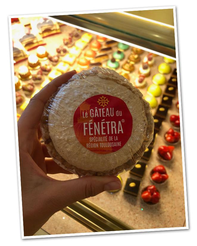 """Y si de dulces hablamos, en La Bonbonniere , podréis probar """"Le Gâteau du Fénétra"""" muy típico de la zona de Toulouse y hecho con almendras."""