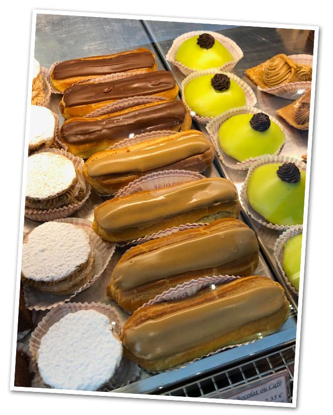 Y en la pastelería Conte del Barrio de San Esteban hay que ir a probar el delicioso dulce eclair de chocolate que es donde dicen que se creó.