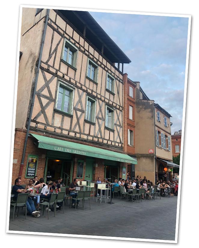 """Me encantó también """"El Café des Artistes"""" en la Plaza de Daurade (frente al río Garona) para tomar algo al atardecer y, muy cerca, está """"La Réserve"""" con menú apetecible y terracita muy agradable."""